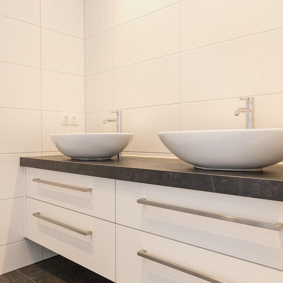 Moderne keuken en badkamer - Chris van Andel